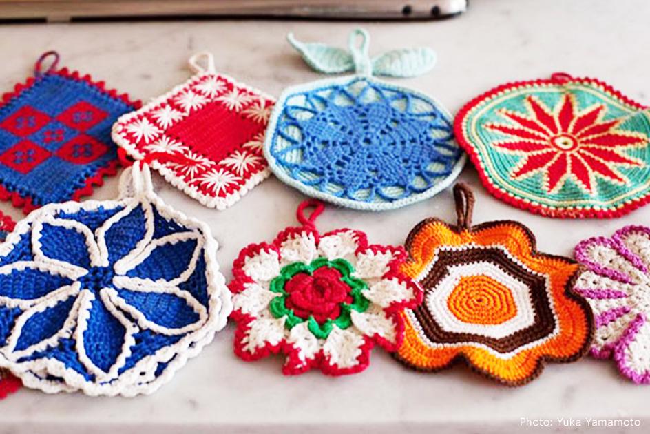 1.祖母の世代の手編みの鍋つかみ